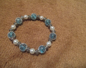 Pearls and glass bead bracelet