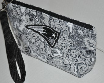 New!  Black & White Jacobean Fabric Quilted - Patriots Head Embroidered - Boston Sports - New England Patriots Wristlet - Purse