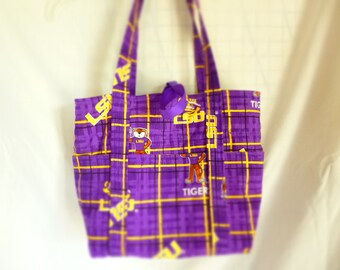 LSU purse/tote with outside pockets