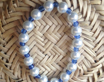 Stretch bracelet with white glass pearls and blue seed beads
