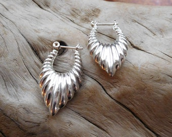 Puffy sterling silver 925 earrings.  Vintage. Western jewelry.  Southwest style. Chic.