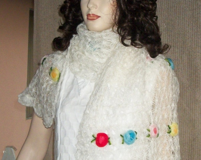 Vintage 60s The Specialty House Hand Crochet White Floral 3D Flowers Made In Japan Acrylic Womens Shawl Wrap Fluffy Cover-up