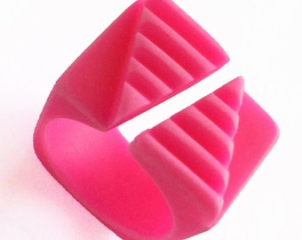 Ring fluorescent pink resin