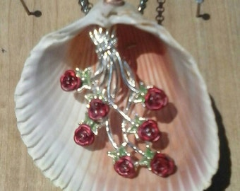 Rose Seashell Pendant Necklace