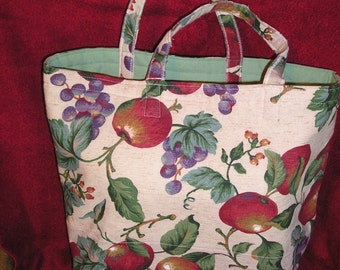 S-9 Shopping bag with delicious fruit on a linen-look background. Short handles, no pockets.