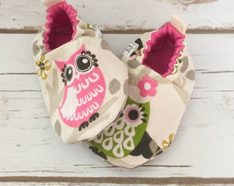 Baby owl shoes, cloth shoes, owl shoes, baby booties, slippers, crib shoes, baby owl shoes, love owls, baby girl shoes