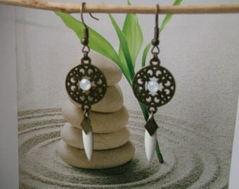 Earrings bronze sequin connector white