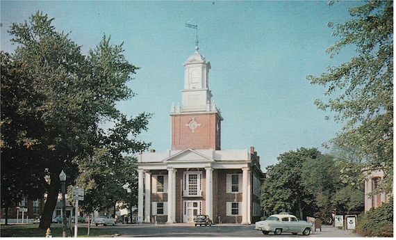 Georgetown, Delaware - Sussex County Courthouse - Postard - 1950's