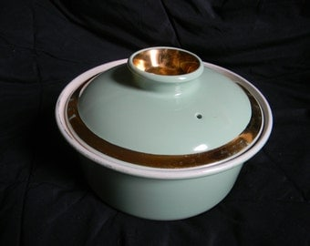 Vintage Hall Pottery Casserole / bean pot dish w lid Mint Green w gold trim in VG. Condition