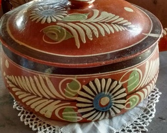 Vintage-hand-painted-hand-thrown-covered-casserole