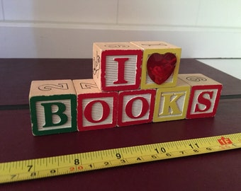 I Heart Books Shelf Decoration