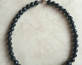 """Graduated Faceted Black Bead Necklace 18"""" Silver Clasp"""