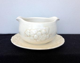Metlox Poppytrail  Antique Grape White Gravy Boat with Attached Underplate