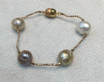 Dreamlike pearls with copper spacers and magnetic clasp