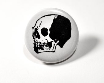 Skull button pin // Pinback buttons- Badges - button pin  // Free shipping!