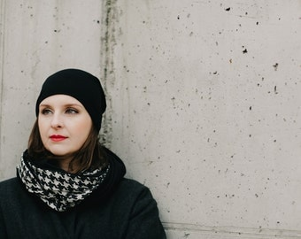 snood with houndstooth pattern