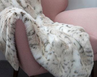 Faux Fur Throw in Snowy Lynx