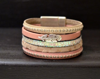 Bracelet cuff leather powder pink and Beige loving clasp