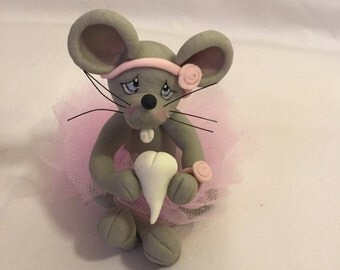 Figure mouse in cold porcelain