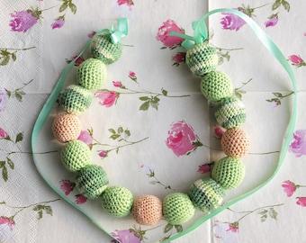 Green nursing necklace / teething necklace / breastfeeding necklace