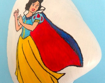 Painted Seashell: Snow White