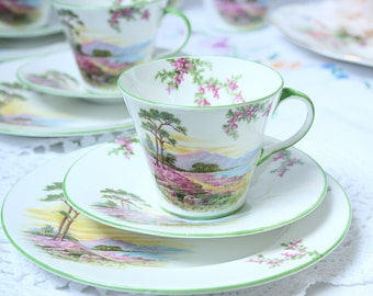 Bone china Aynsley vintage teaset of one cup, saucer and tea plate: Pretty Heather.