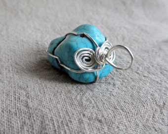 Dyed howlite pendant | Silver plated wire