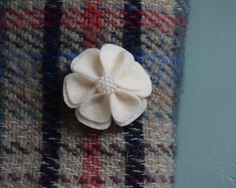Felt flower brooch with pearl centre - Off White