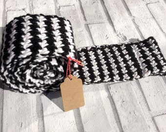 Houndstooth infinity scarf, crochet scarf, snood, cowl, retro-inspired cowl, black and white scarf, UK