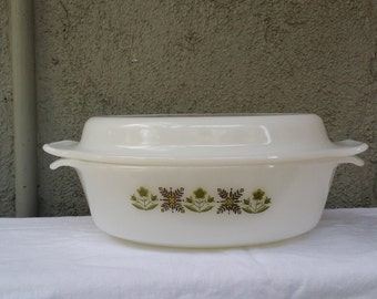 Fire King 1  1/2 Quart with Lid, Green Meadows Pattern