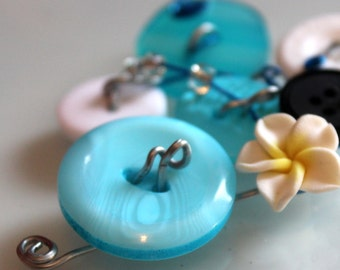 Pendant for jewelry made of button and wire / turquoise blue white and black / Triskel Beads / handmade
