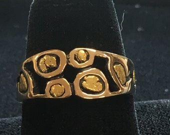 Ladies Yellow Gold Nugget Band