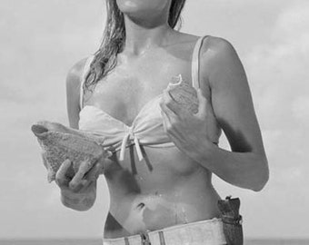 James Bond Girl Honey Ryder Poster - Ursula Andress 007 - New