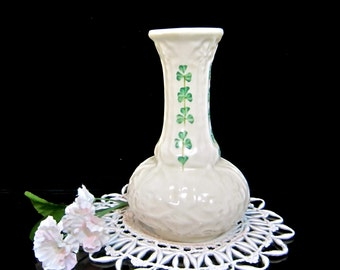 USA ONLY  BELLEEK small bud vase Shamrock & Basket weave pattern in excellent 7th Mark condition