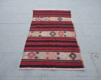 Kilim rug,hand woven Turkish vintage kilim rug,area rug,boho rug,striped design rug ,cottage decor,rustic decor,pileless 49 x 31 inches