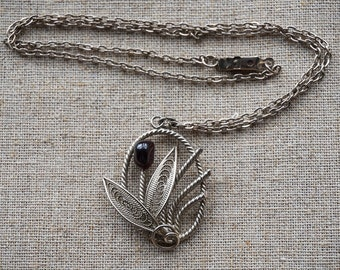 Vintage silver filigree flower necklace