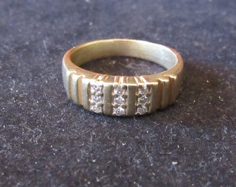 14k Yellow Gold 9 Diamond Chip Mens Size 9 Ring (E0072)