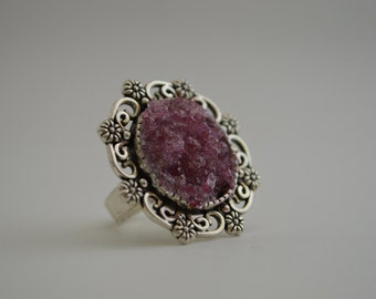 Adjustable Fashion Ring with Crystal Growth
