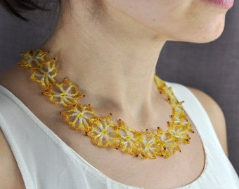 Beaded necklace floral out of Czech seed beads
