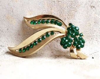 Vintage Trifari Emerald Green Pin