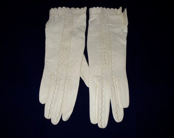 Pai of Ladies Kid Leather Gloves