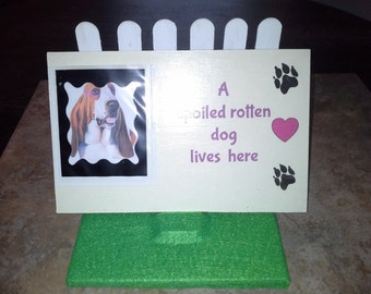 44 spoiled rotten dog lives here plaque with stand