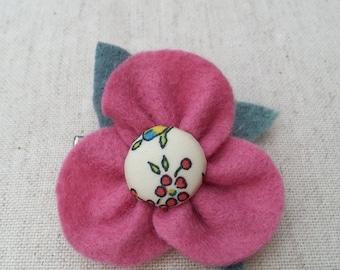 pretty little felt flower hairslide