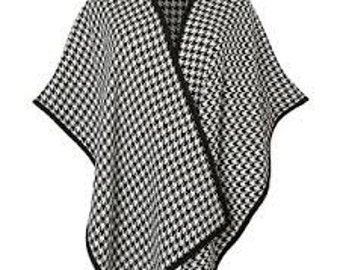 Hounds tooth poncho