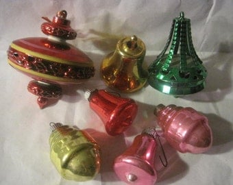 Vintage 2 plastic, 4 Glass shiny brite Ornaments, 1 Bradford