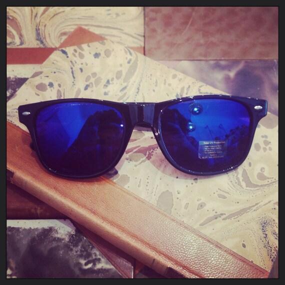 Retro sunglasses: 80's style black blue reflectant glass