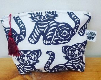 Chinese cat paper cut make up bag/large purse