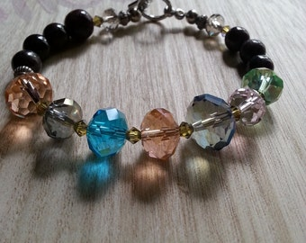 Garnet stone and glass beads bracelet.