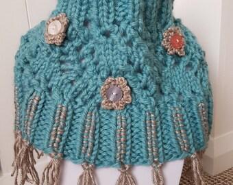 Girls cowl, knitted cowl, knitted collar, girls cowl, girks knitwear, gifts for girls, girls snood, tassel cowl