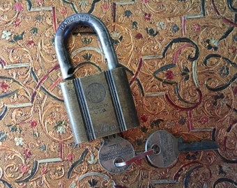 Old Yale Padlock with two keys - Pin Tumbler